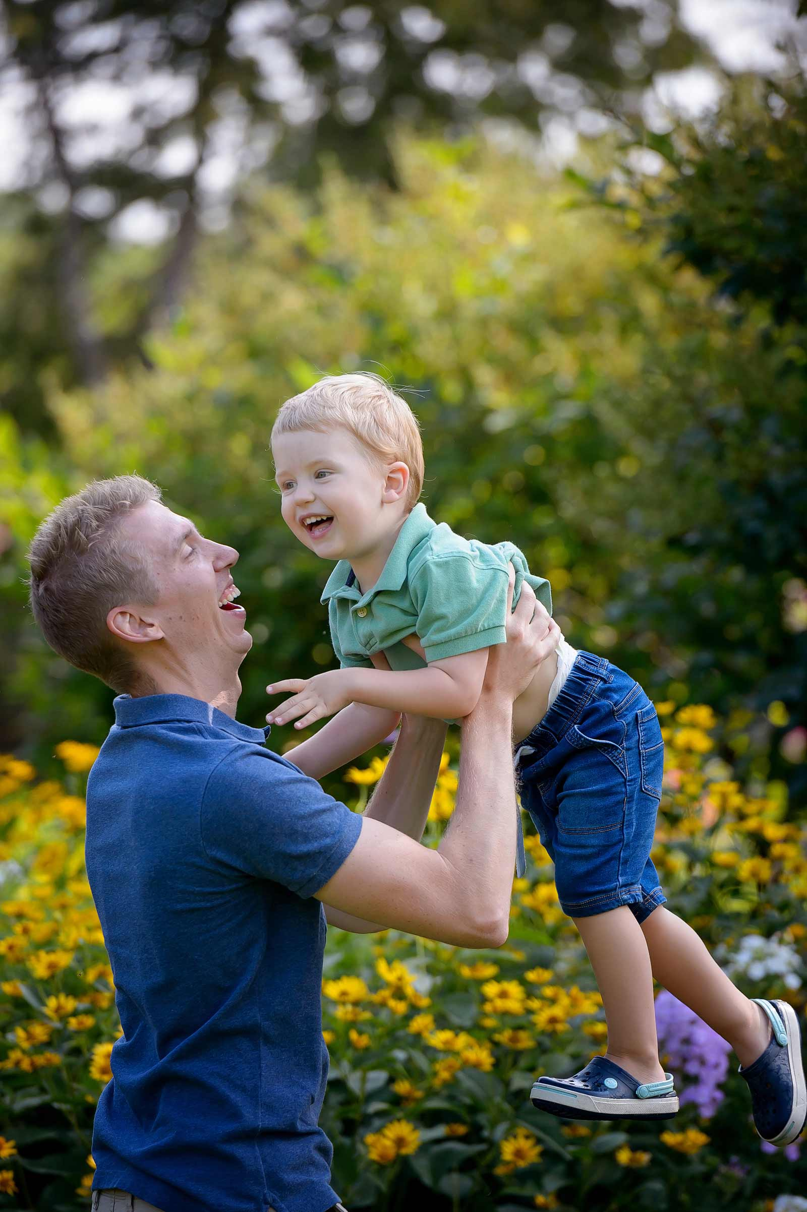Playing with dad and laughing in the summer at Maplelawn Gardens