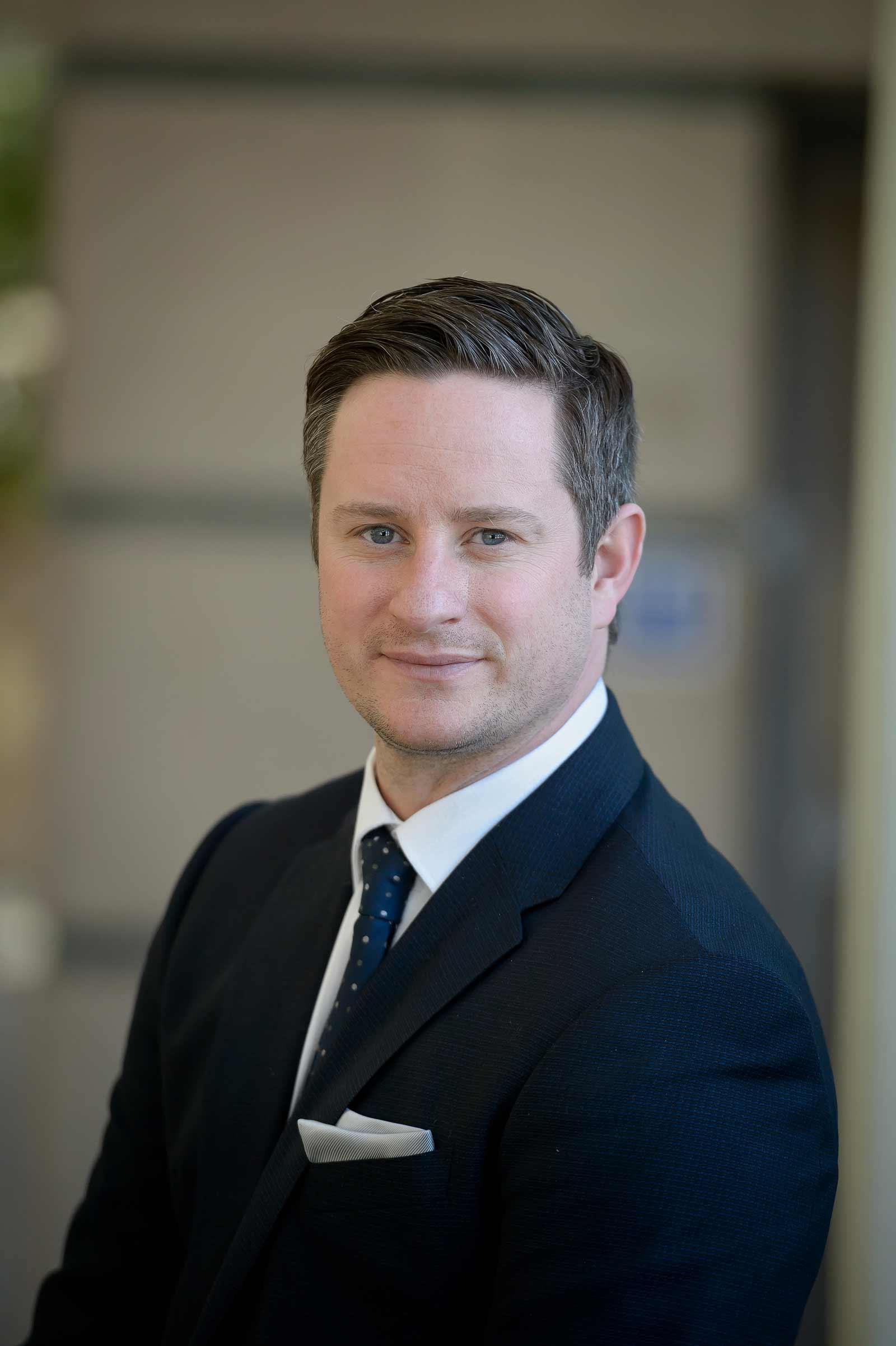 Headshot of Derek MacLean mortgage broker