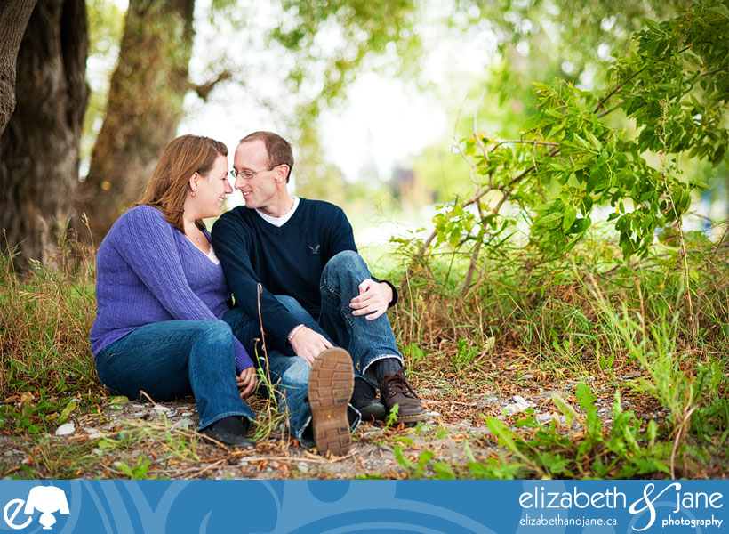 Engagement photo: couple sitting in the grass